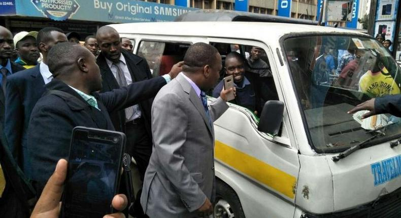 Nairobi Governor Mike Sonko interacts with matatu operators during a past inspection (Twitter)