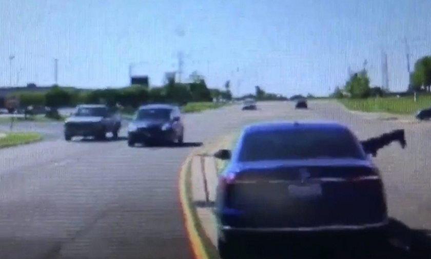 Dixon, Illinois – Randy Tompkins wskoczył do jadącego samochodu