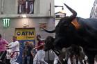NAJLUĐA ZABAVA NA SVETU Svake godine neko ŽESTOKO NASTRADA, a sve zbog bizarne tradicije (VIDEO)
