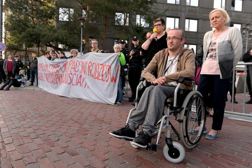 Rodzice osób niepełnosprawnych okupują Sejm