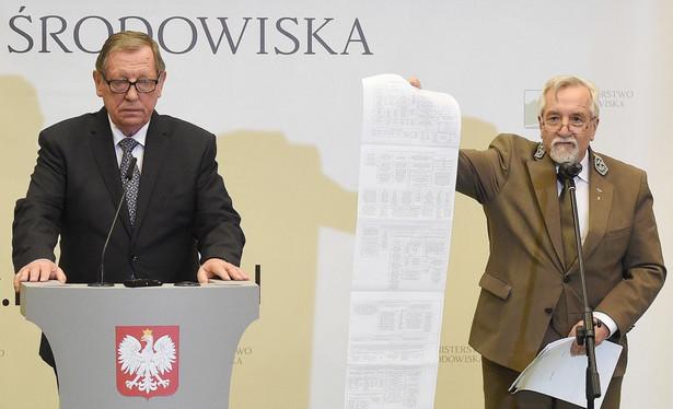 Minister środowiska Jan Szyszko oraz dyrektor generalny Lasów Państwowych dr. inż. Konrad Tomaszewski