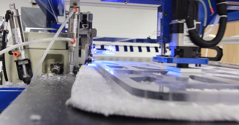Jeden z robotów SoftWear Automation. Maszyny zastąpić mają w przyszłości szwaczy w fabrykach