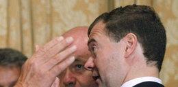 Czy ta ręka uderzy Miedwiediewa?