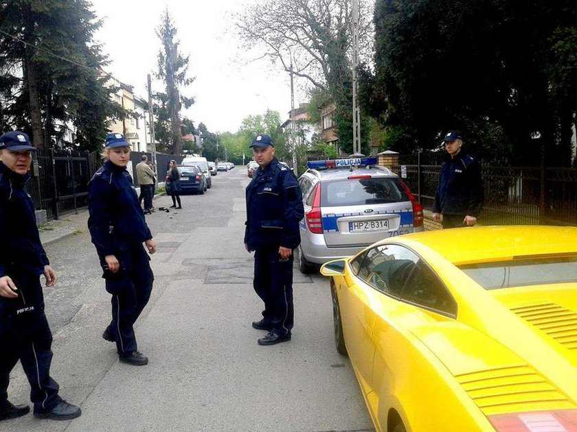 Auto zarekwirowani policjanci