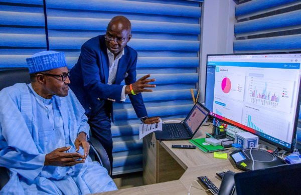 Power, Works and Housing Minister, Babatunde Fashola, takes Buhari through the election campaign operations (Presidency)