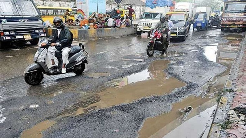 Road surfaces across Lagos are bad all year round [qwenu]