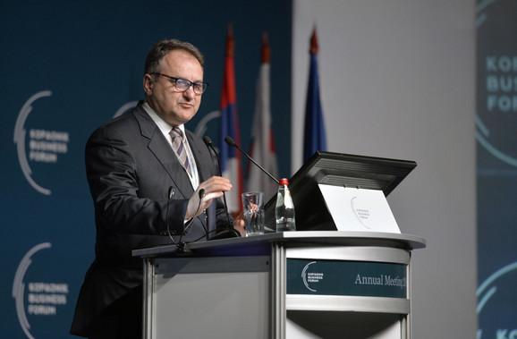 Aleksandar Vlahović govori na Kopaonik biznis forumu