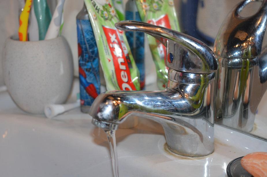 Woda, kran
