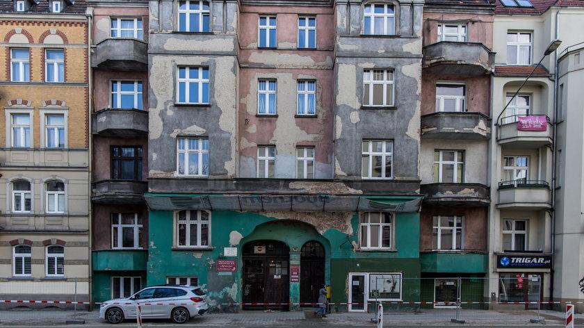 W tej kamienicy w dzieciństwie mieszkał Krzysztof Krawczyk