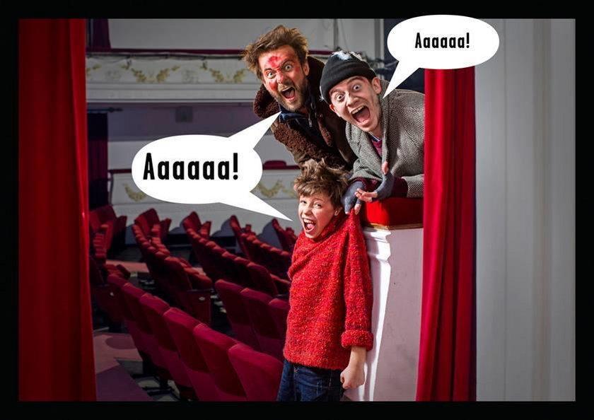 Kuba sam w teatrze