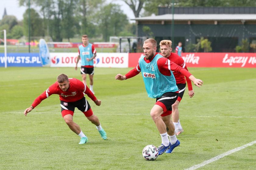 Jest maniakiem treningu, choćby podczas wypożyczenia do Zagłębia Sosnowiec w 2018 roku potrafił ćwiczyć pięć razy dziennie.