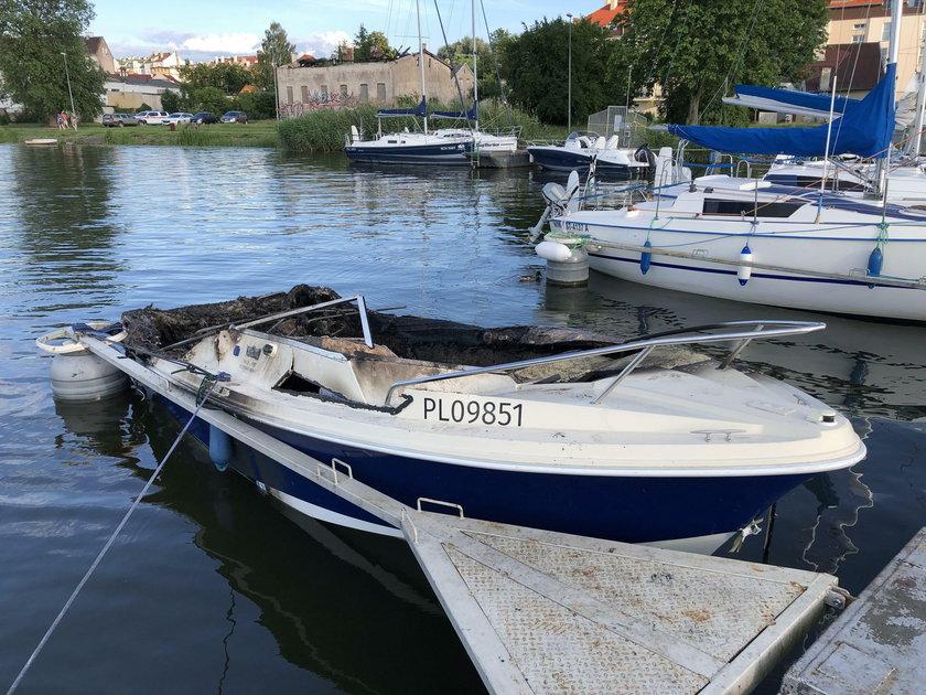 Spłonęły dwie łódki na Mazurach. Było na nich 11 dzieci!