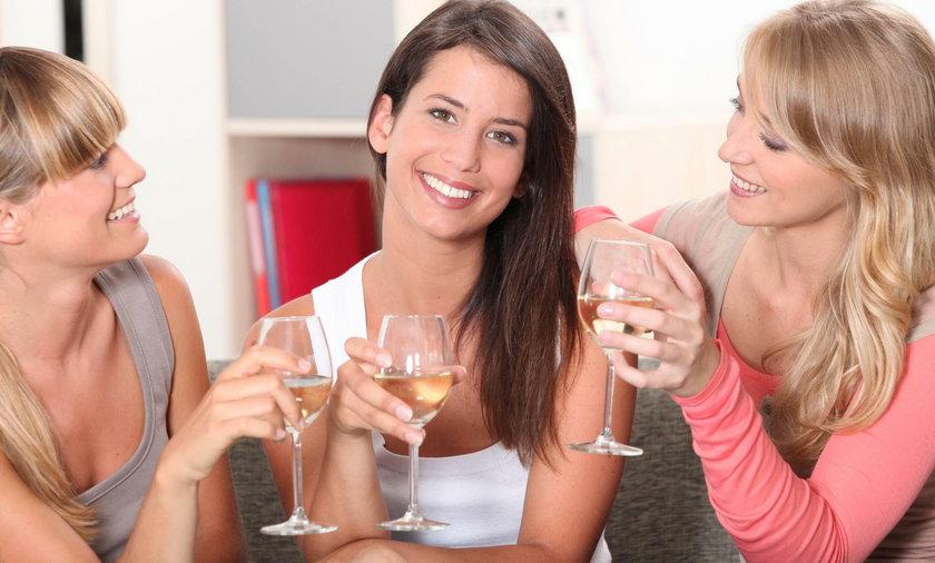 Akcesoria do wina w Biedronce. Co warto kupić?