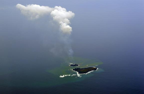 Nišino-šima i Niidžima: Ostrva su toliko sveža da se još puše