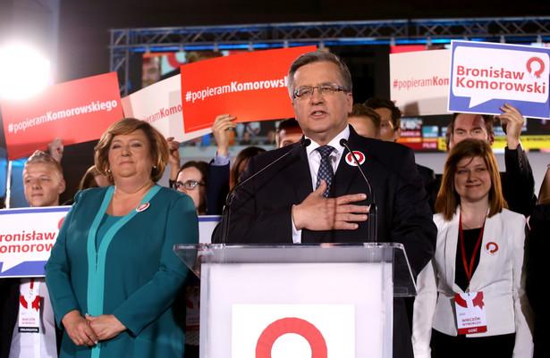 Bronisław Komorowski podczas wieczoru wyborczego w sztabie w Warszawie