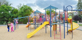 Twoje dziecko bawi się na placu zabaw? Uwaga na to niewidzialne zagrożenie!