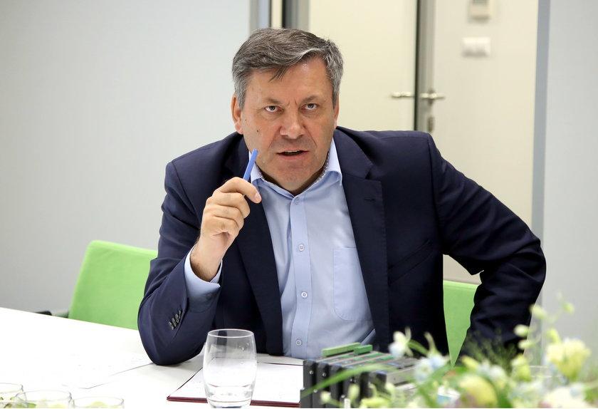B. wicepremier obraża Polaków