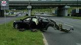 Osobówka rozpadła się po zderzeniu z busem. Są ranni