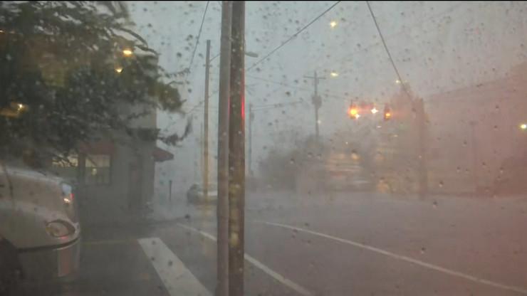 AP_uragan_Florens_nevreme_na_ulici_noc_semafori_vesti_blic_unsafe