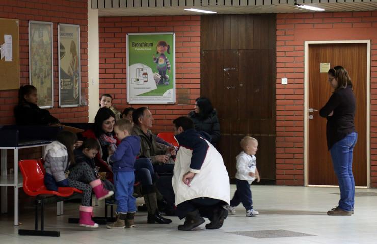 dom zdravlja puna čekaonica deca