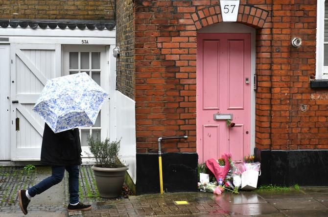 Ispred stana u kojem je živela Karolina Flek