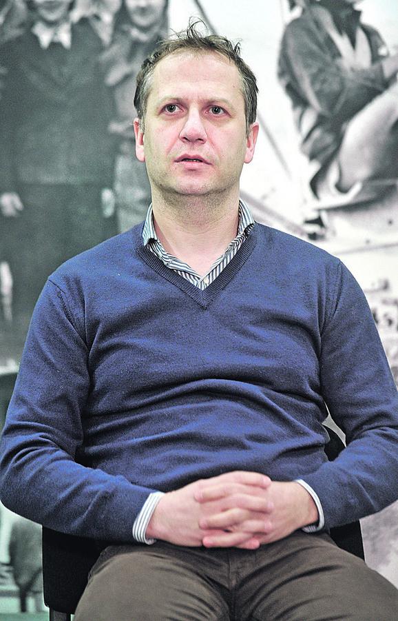 Zapaljive izjave političkih aktera i protestne note koje šalju jedna ili druga strana građani čak i ne uzimaju u obzir, kaže Vladimir Pejić