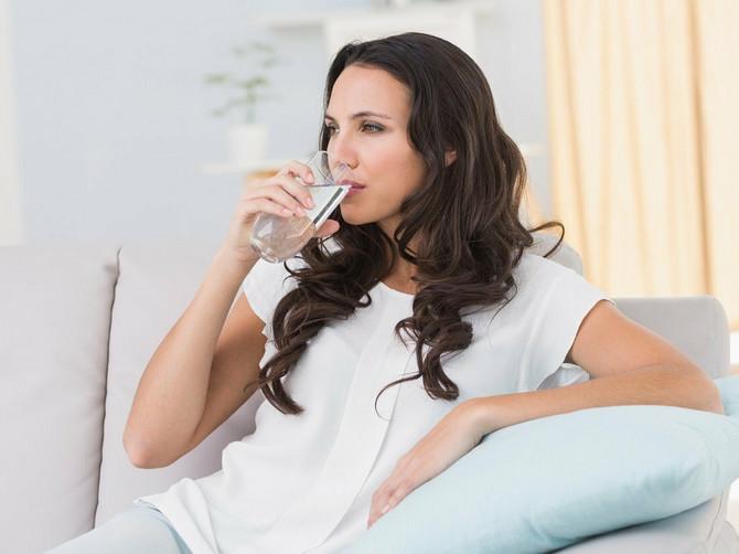 Ako popijete čašu vode svakog jutra ČIM SE PROBUDITE, desiće vam se OVIH 5 SJAJNIH STVARI