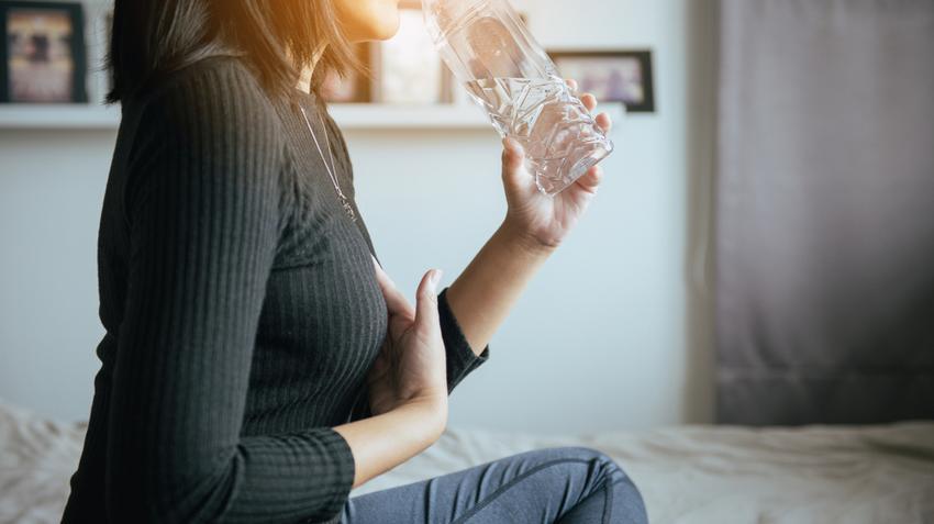 Fájhat a gyomor a cigaretta dohányzása miatt. EXTRA AJÁNLÓ