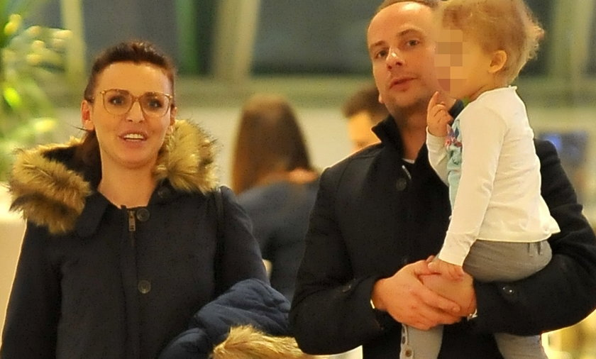 Dariusz Krupa i Iza Adamczyk z dzieckiem