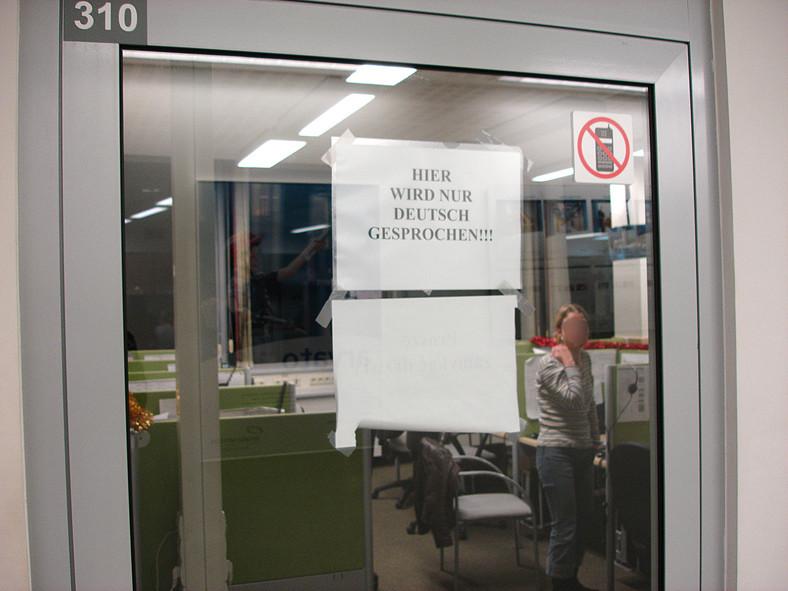 W niemieckiej firmie zawisła wywieszka o zakazie rozmawiania po polsku
