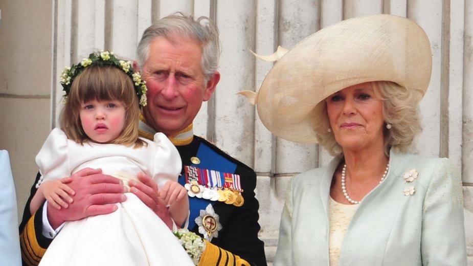 Książę Karol i Camilla Parker-Bowles z wnuczką Elizą Lopes