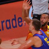 JOKIĆ DRIBLINZIMA SLUDEO NAJ-DEFANZIVCA LIGE! Gober još uvek TRAŽI loptu, NBA rivali se raspametili zbog bravura Srbina! /VIDEO/