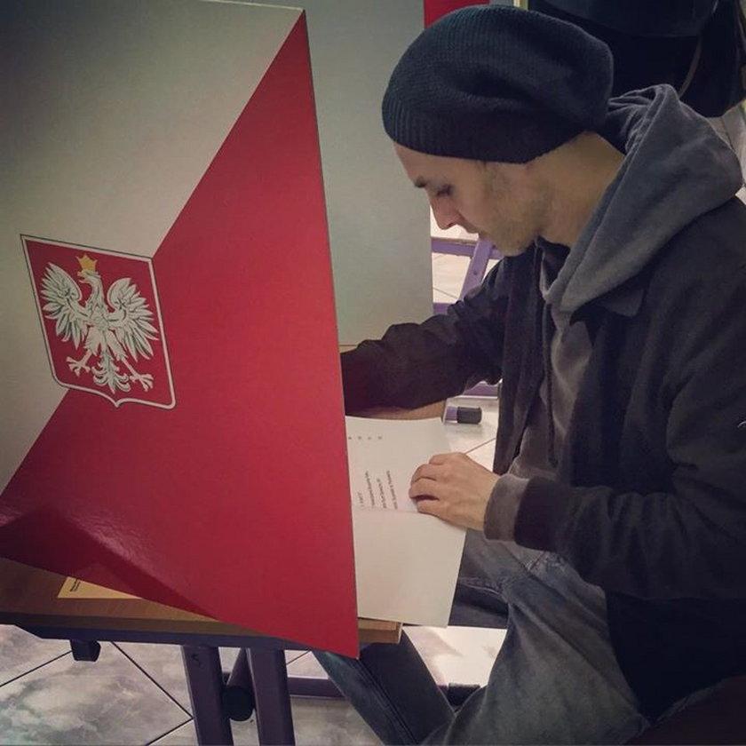 Artur Chamski głosuje w wyborach
