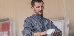Znany poznański malarz o namiętności. Zaprasza na swój wernisaż