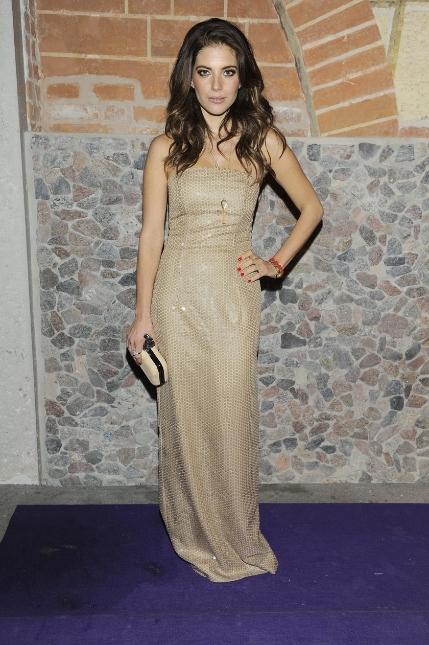 Weronika Rosati w złotej sukni
