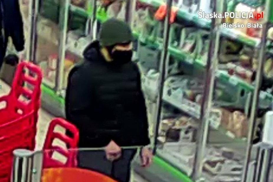 Policja szuka mężczyzny ze zdjęcia. Miał uderzyć pałką ochroniarza