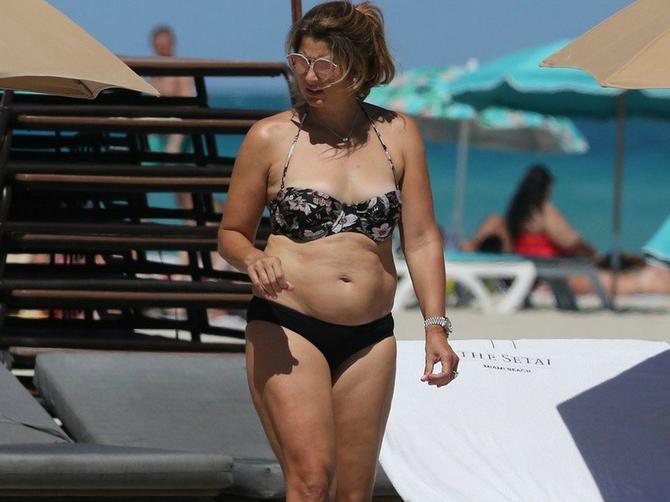 Mirku su zbog ove slike prošle godine RAZAPELI, a sad pokazala je NOVU LINIJU u bikiniju i svima zapušila usta!