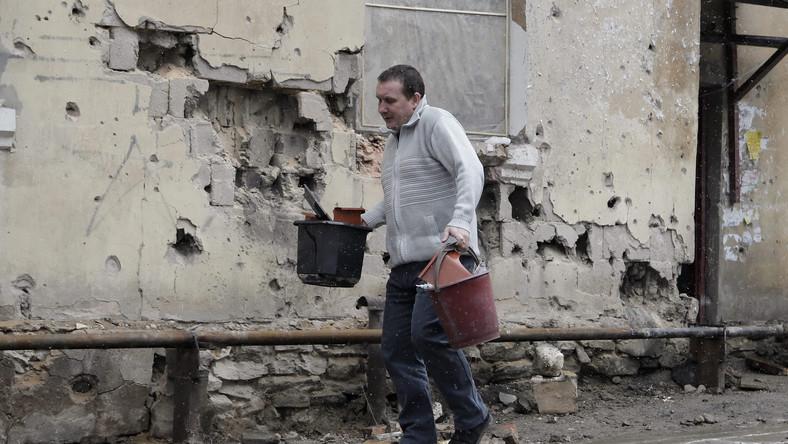 Ostrzelane domy na Ukrainie