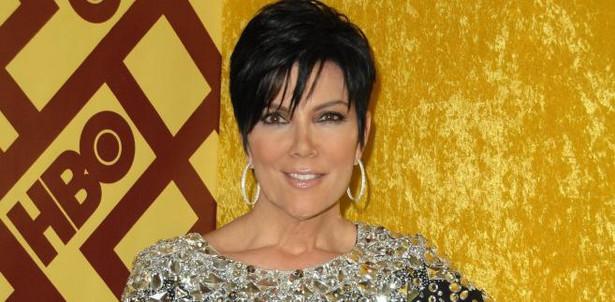 10.Osobowość telewizyjna Kris Jenner Kris Jenner jest uważana za głowę rodziny Kardashian, która majątek zbiła kręcąc własny reality-show i sprzedając nawet najbardziej prywatne detale ze swojego życia. Ludzie właśnie za to najbardziej nie lubią Kris. Jest ona oskarżana między innymi o to, że namówiła swoją córkę Kim do nakręcenia seks-taśmy, która później przypadkowo wyciekła do internetu.