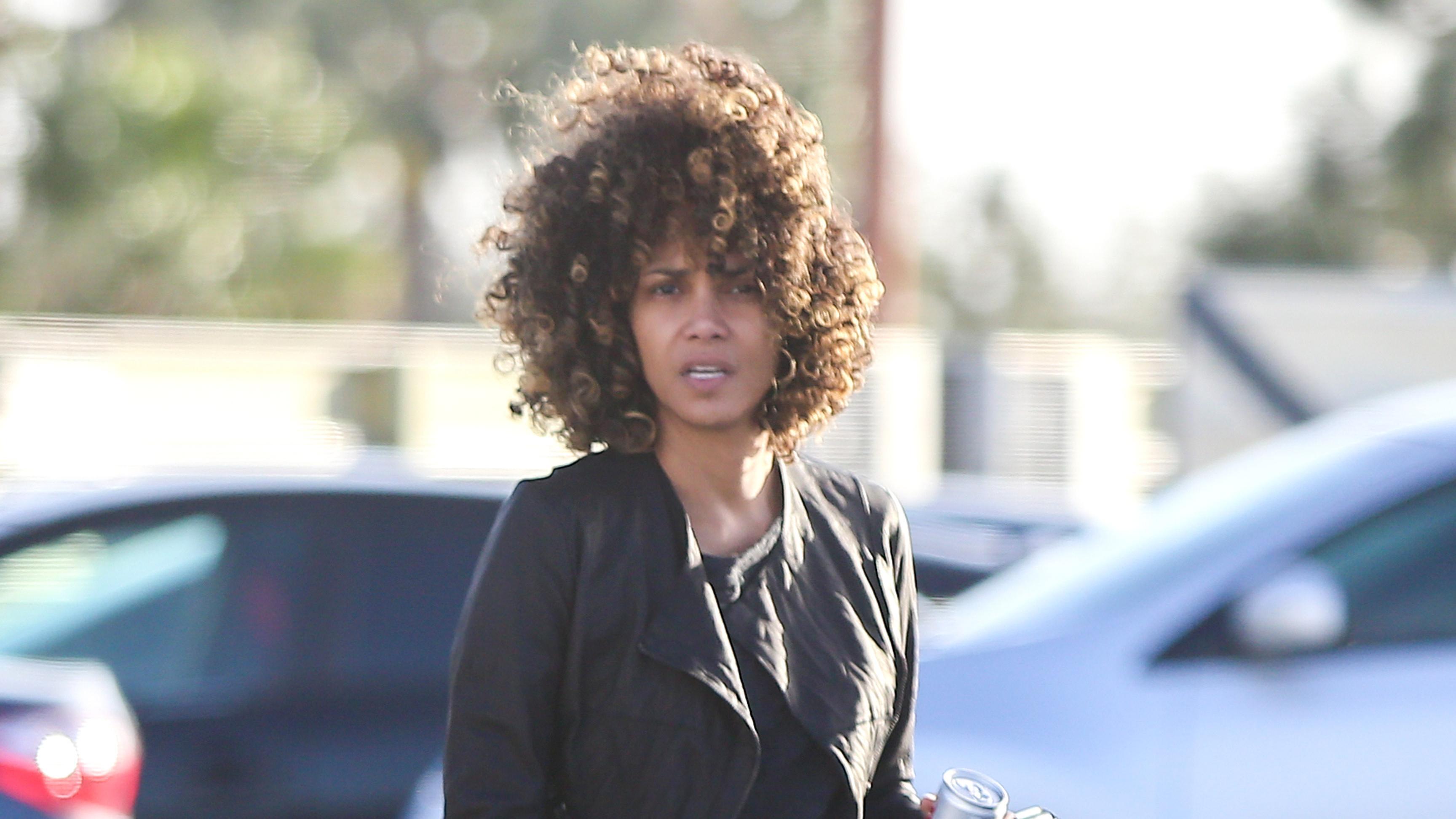 Halle Berry Z Fryzurą Afro Jak Wam Się Podoba Piękna Aktorka
