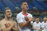 Šaćiri i Džaka pokazuju dvogalvog orla nakon postignutih golova na utakmici protiv Srbije