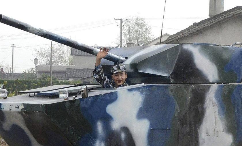 Chińczyk zrobił sobie czołg.