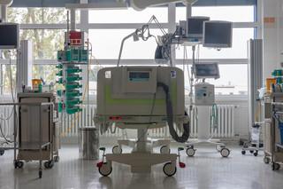Lekarz ze szpitala tymczasowego na Stadionie Narodowym: Jest ciężko, mamy bardzo dużo chorych