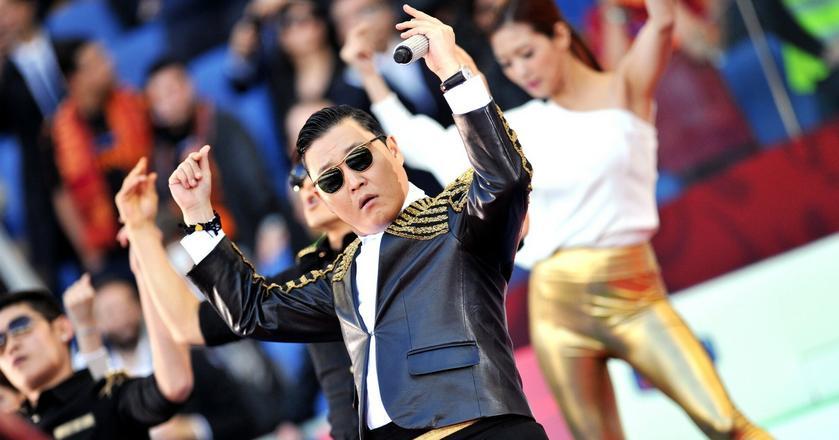 """Tempo w jakim południowokoreański hit """"Gangnam Style"""" zdobył popularność na świecie, według ekonomistów z Oksfordu, świadczy o tempie rewolucji technologicznej"""