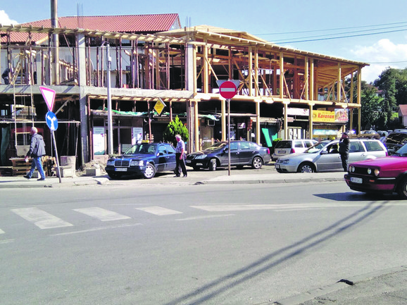 BAŠ GA BRIGA: Bespravna Zukorlićeva gradnja u centru Pazara