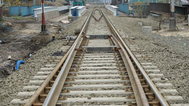 Dużo kontrowersji wywołuje projektowany art. 22bb ust. 13 ustawy o transporcie kolejowym, który stanowi, że od wyniku egzaminu na świadectwo maszynisty nie przysługuje odwołanie. Jak zauważają przedstawiciele Grupy Lotos, taki zapis z góry uznaje nieomylność egzaminatorów i w przypadku ich błędów może być krzywdzący dla egzaminowanych.