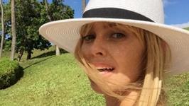 Izabella Scorupco kusi ciałem w skąpym bikini. Wygląda na 47 lat?
