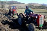 traktorista stradao pomazuci komsiji