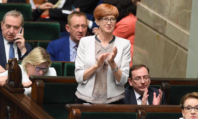 Głosowanie nad obniżką pensji posłów