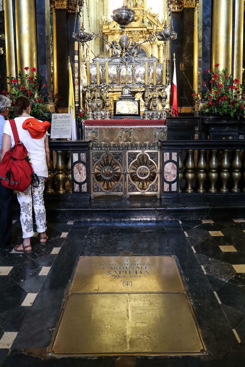 Kardynał Macharski spocznie w krypcie biskupów krakowskich